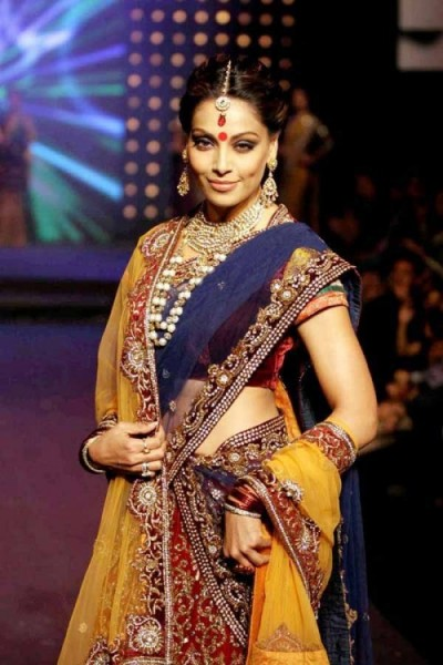 Bollywood Divas Sizzle in Saree