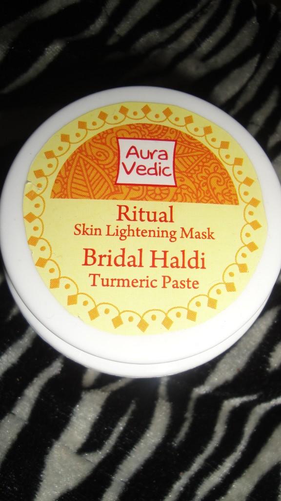 Auravedic-ritual-skin-lightening-face-mask-bridal-haldi-review