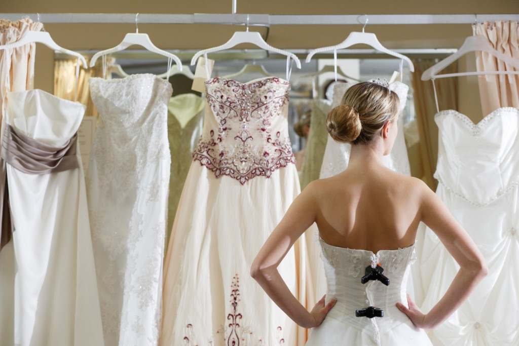 Six Cool Tips for Finding Your Wedding Dress on a Budget