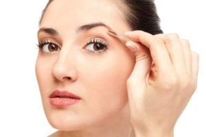 shaping eyebrows to get beauty makeover